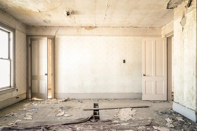 Nakładanie gładzi krok po kroku – jak gładzić ściany i sufit?
