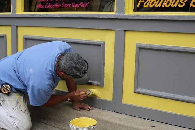 jak przygotować ścianę do ponownego malowania