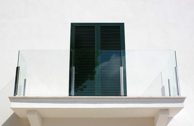 jak uszczelnić drzwi balkonowe