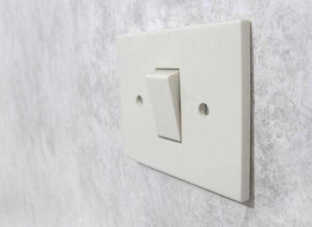 jak wymienić włącznik światła