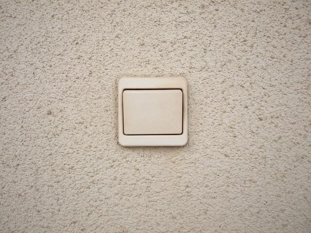jak zamontować włącznik światła