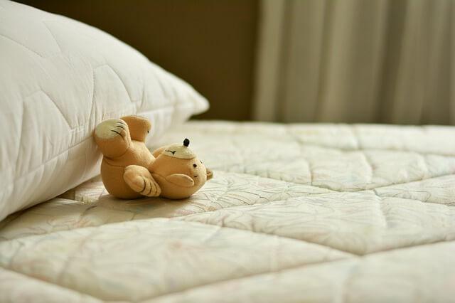 Jaki materac do łóżeczka dla dziecka jest najlepszy?