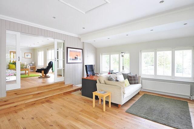 W jaki sposób należy układać panele podłogowe? Wzdłuż czy wszerz ?