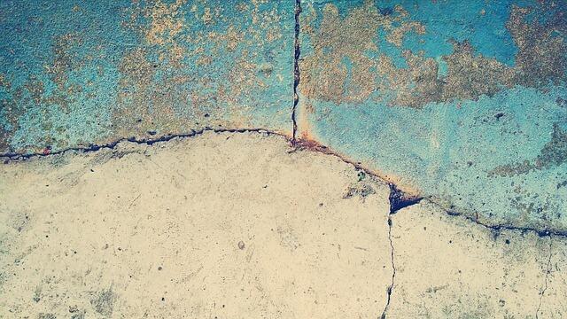 usuwanie pleśni ze ścian