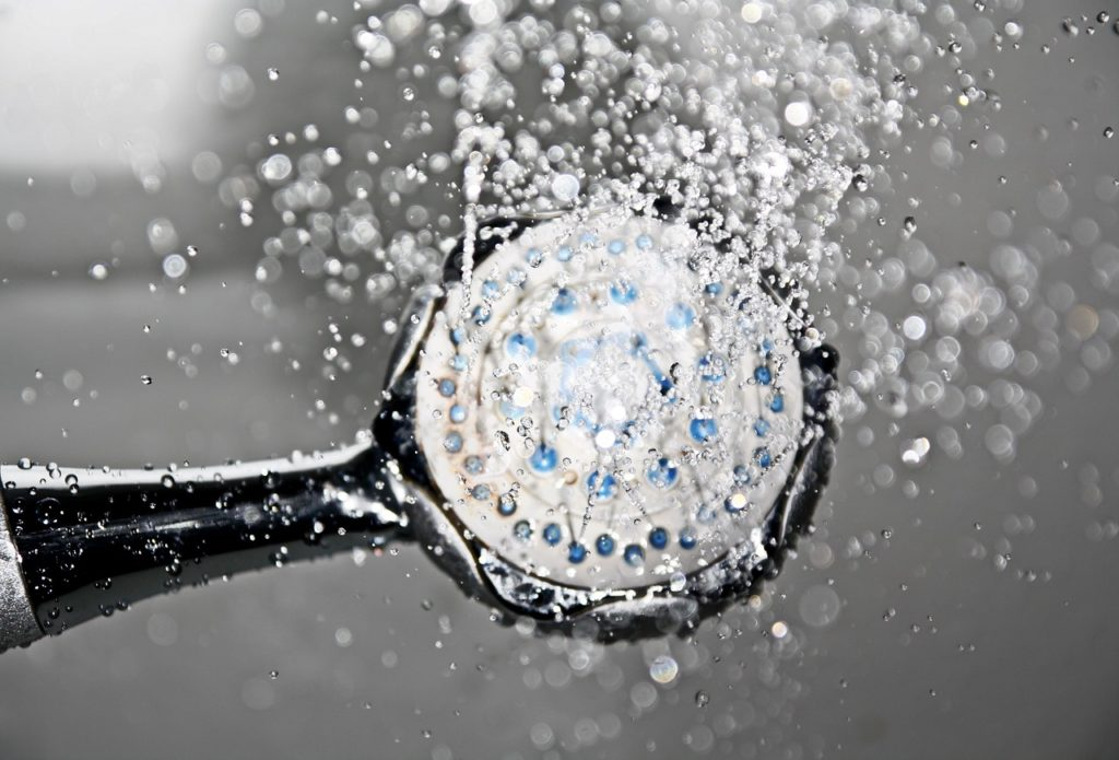 Słuchawka prysznicowa a oszczędność wody