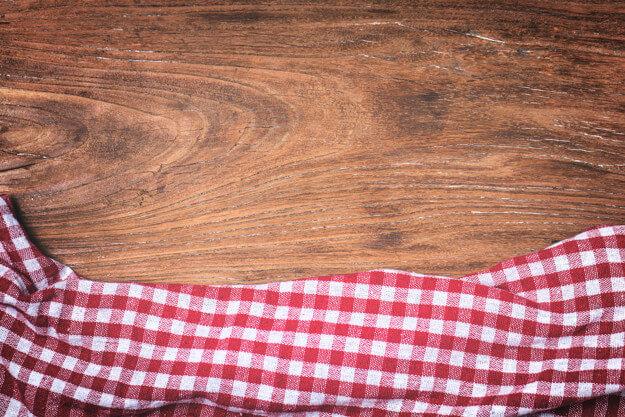 Czym kierować się przy wyborze blatu z drewna? Praktyczne porady