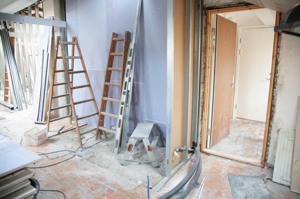 Remont mieszkania – czy zawsze trzeba gruntować ściany?